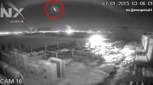 VIDEO Meteorite su Bucarest, le immagini dall'aeroporto