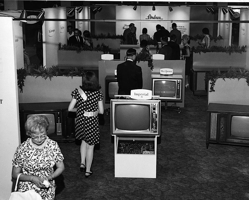 FIRST CES 1967: June 1967 in New York City. 14 total exhibitors, including LG, Motorola, and Philips.  #CES2015 #CES http://t.co/jxHhQniKmL