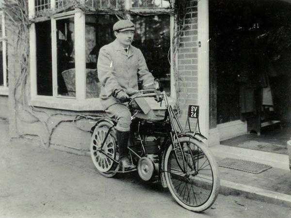 Amazing photograph of Sir Arthur Conan Doyle sitting on one of his motorcycles ... http://t.co/0vpyW3I1vE