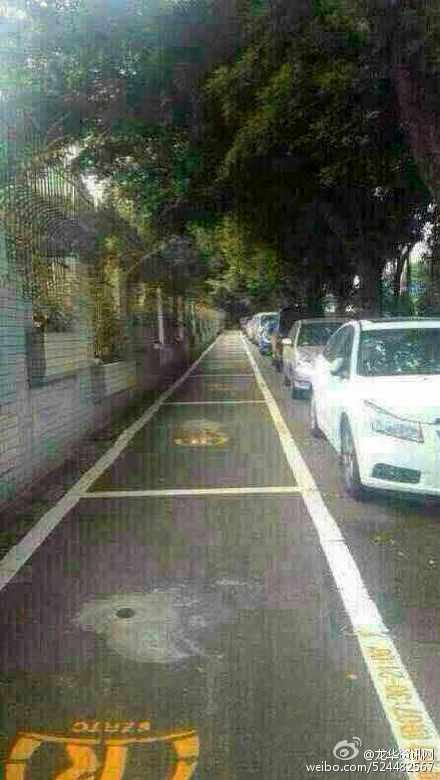 團結就是力量。泊車位就是泊出來的。 RT @lvv2com: 自从深圳户外停车位收费一天200后,伟大的深圳市民体现了他们的智慧勇敢、团结统一和永不屈服的高贵气质! http://t.co/WVJZGGIPAv http://t.co/KJaWkfSQq9