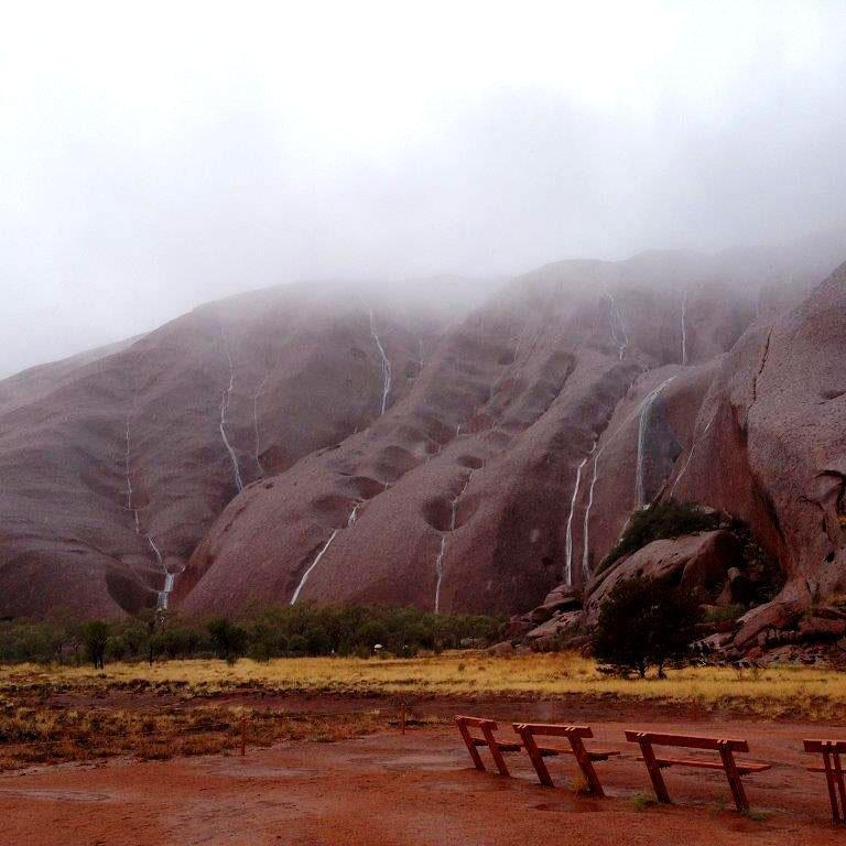 Now happening. Water cascading, Uluru #outbackfloods Via @abcnews http://t.co/FfyZzNGh16