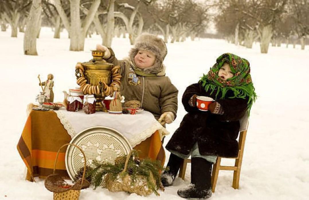 Чаепитие в городе зимой фото