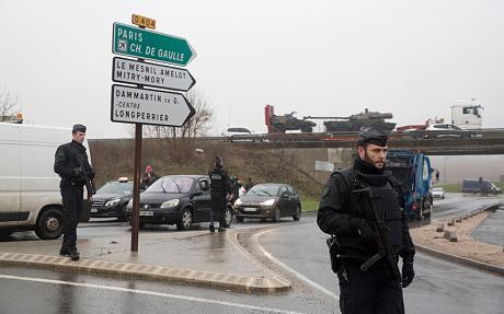 Alerte Paris 07/01/15 - Vigipirate Max - Page 2 B65xe-nCcAABvyP