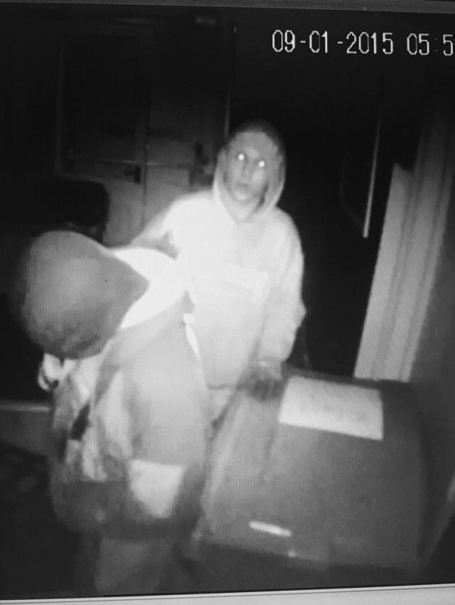 Hi Torbay anybody recognise this delinquent. Break in last night 5am . http://t.co/cPJ0Y7XjGt