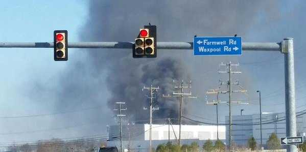 An Amazon data center in Virginia is on fire http://t.co/ORnFVXBk6H http://t.co/pspItJ5AUR
