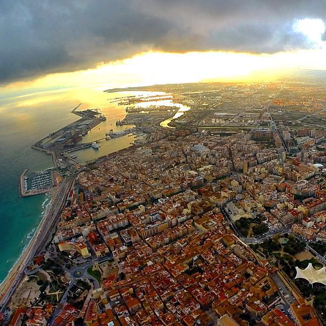 Brutal la foto de #Tarragona des de l'aire que ha captat en Luis Manzaneda... Fotassa! http://t.co/fu8WnHuThW