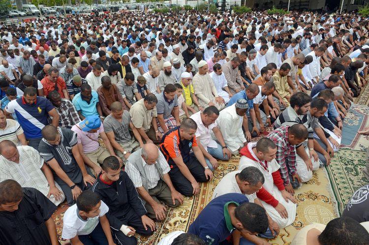 «On ne peut pas se mélanger avec ceux qui justifient les caricatures du prophète» #reportage http://t.co/7aHQmK8PAV http://t.co/Hec1DUhEaX