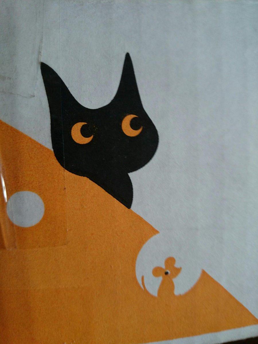 ヤマトの国際宅急便の箱って、デザインかわいいよね。 http://t.co/0GidSVMpNK