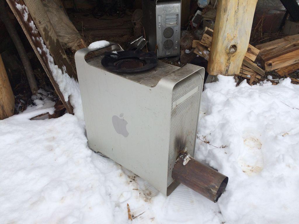 MacProを改造したという世にも珍しいストーブを見せてもらいました。 pic.twitter.com/SGKQaXIn1B