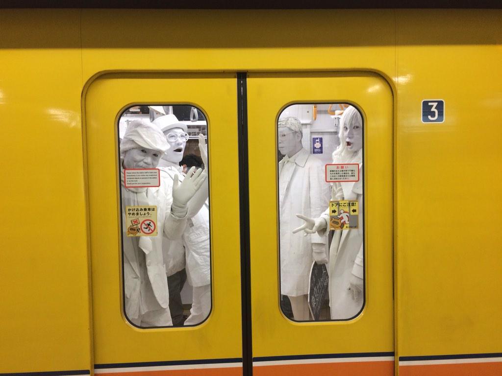 銀座線に乗ってた人(^^) http://t.co/c8YUkpUYwO