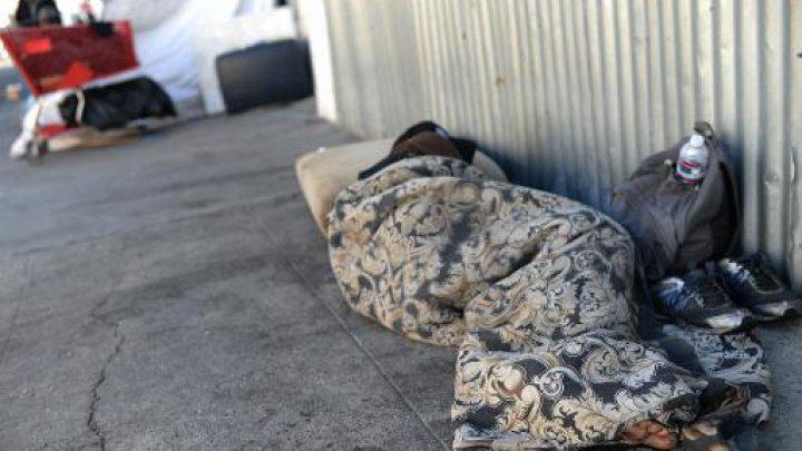 寒波でこの週末にホームレスが3人も亡くなった。家の中にいても外の寒さがじんわり感じられる。RT @OuestFrance: http://t.co/ycvCS8suIA http://t.co/JqVfzS5TDS