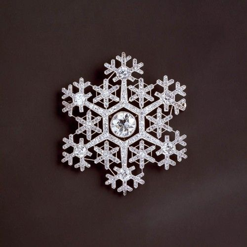 A spectacular diamond and platinum Fabergé brooch, c.1900, in the form of a snowflake, symbol of winter http://t.co/yW8yhPQM6Z