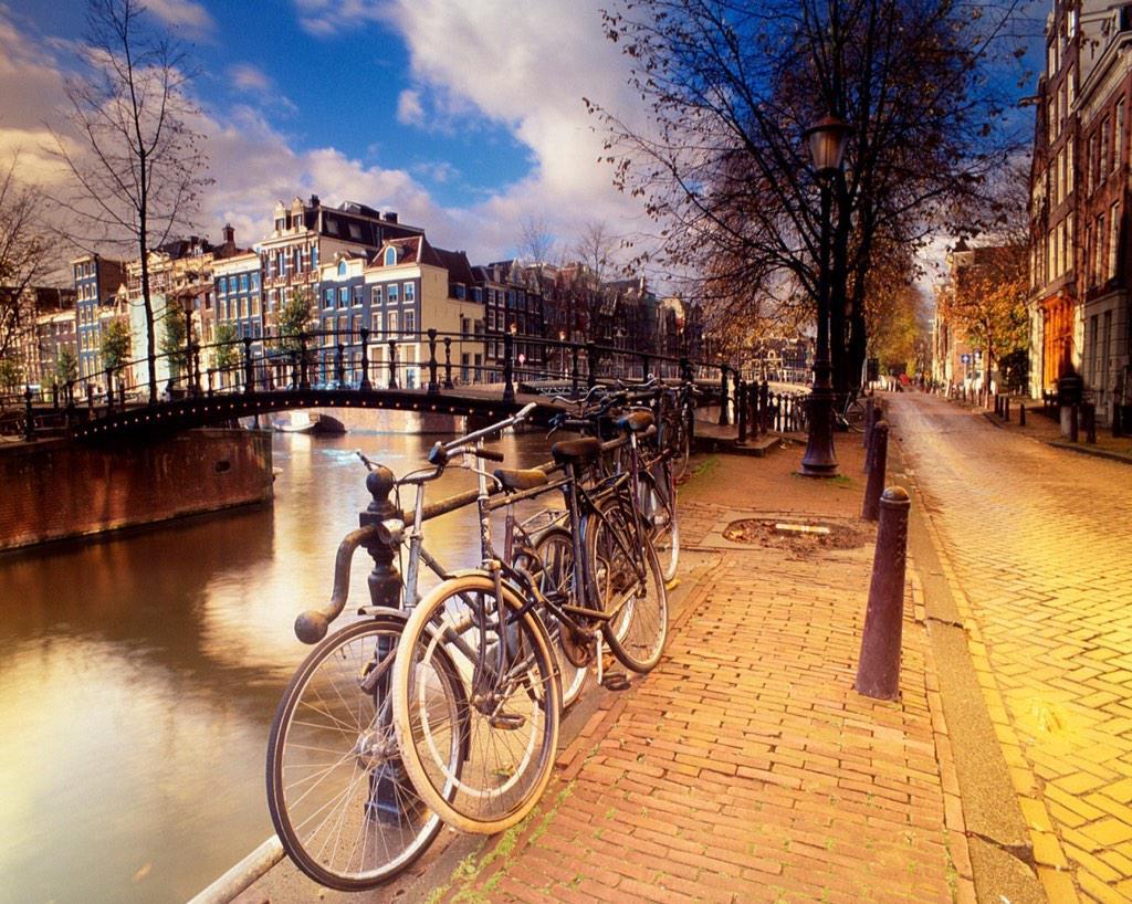 @captsingh Terrific Tuesday Greetings from Holland. :) http://t.co/Z79Q1tyio7