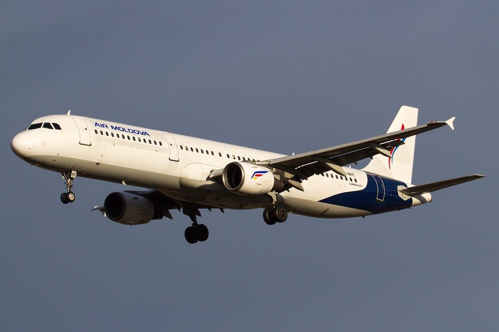 Interesting bird, former Hermes Air in @AirMoldova_MD livery. Bologna. http://t.co/flHp9kYlhC #avgeek http://t.co/veFlDStjsC
