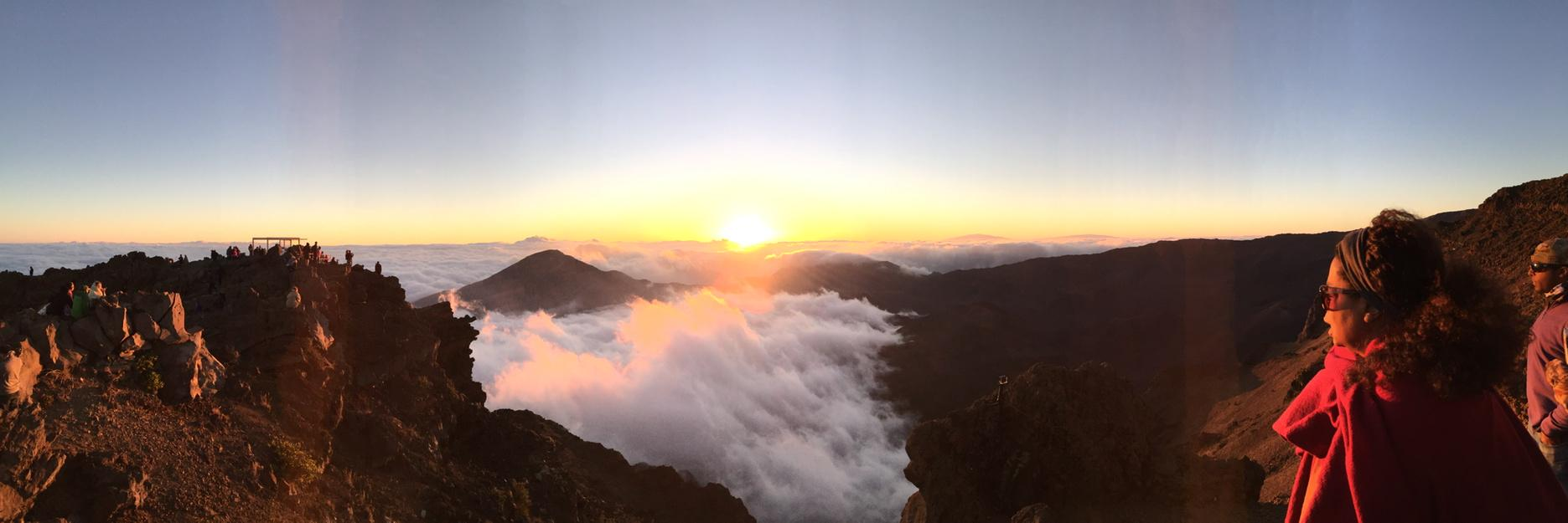 Sunrise over Haleakala good mornTing! http://t.co/1H7SrgowXe