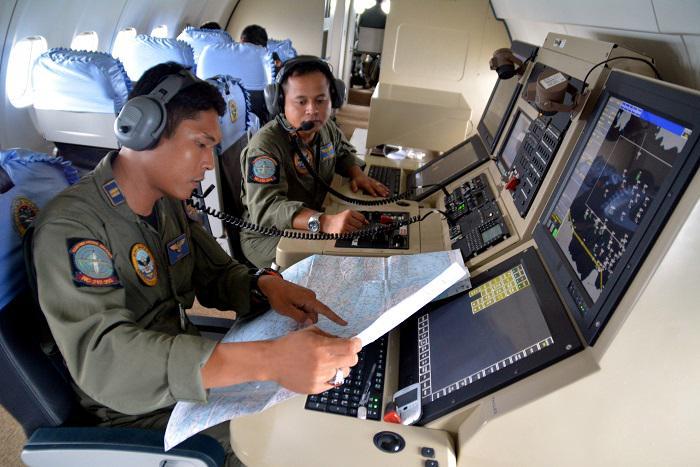 Continuano le ricerche dei corpi del volo AirAsia QZ8501.