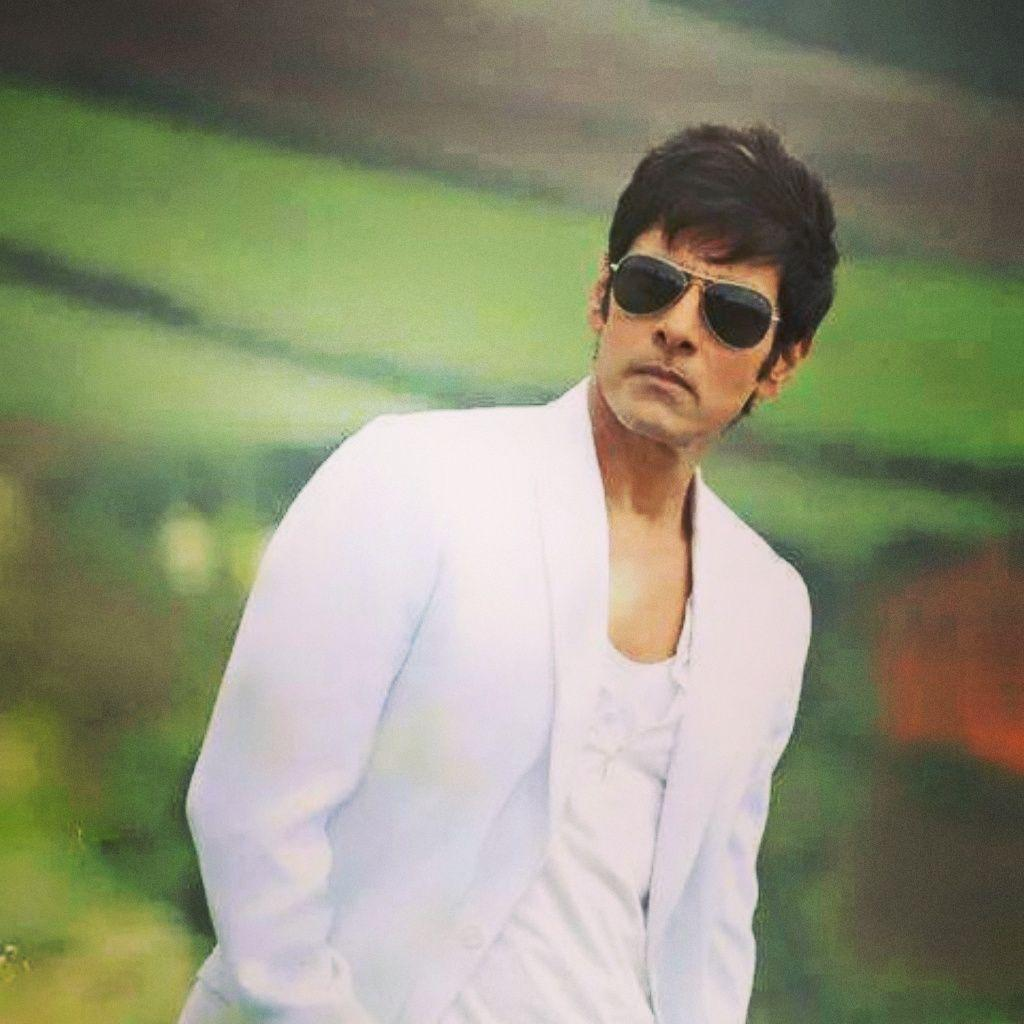 I On Twitter Uber Cool Pic Of Chiyaan Vikram From Pookkale