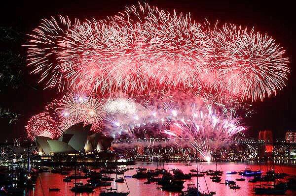 9pm New Years Eve fireworks Sydney Harbour, Australia. http://t.co/k9XiCglr8I