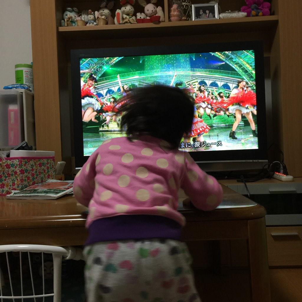 メロンジュースを踊り狂う息子さんwwwww http://t.co/LBhjWwiAfW