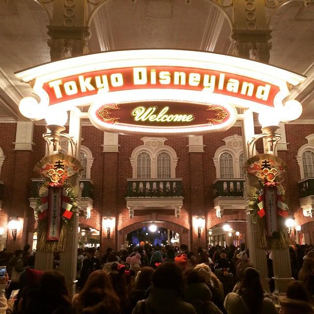 New Years Party at Tokyo Disneyland! The entrance is very pretty. #disney #disneyland #tokyo #newyears #japan http://t.co/2dYzmm4otS