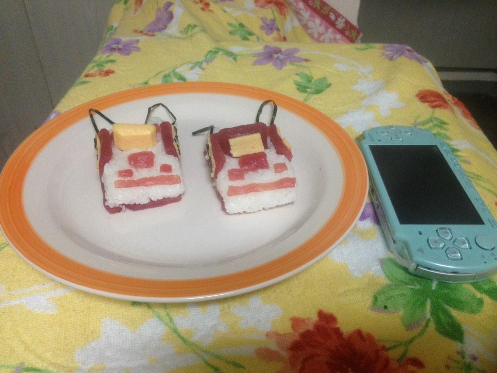 道民のオイラは東京にいてもやっぱり年越しにはお寿司がいいなーなんて思いながら作ったマグロの押し寿司がこちらになります。 pic.twitter.com/cFhmixf5S7