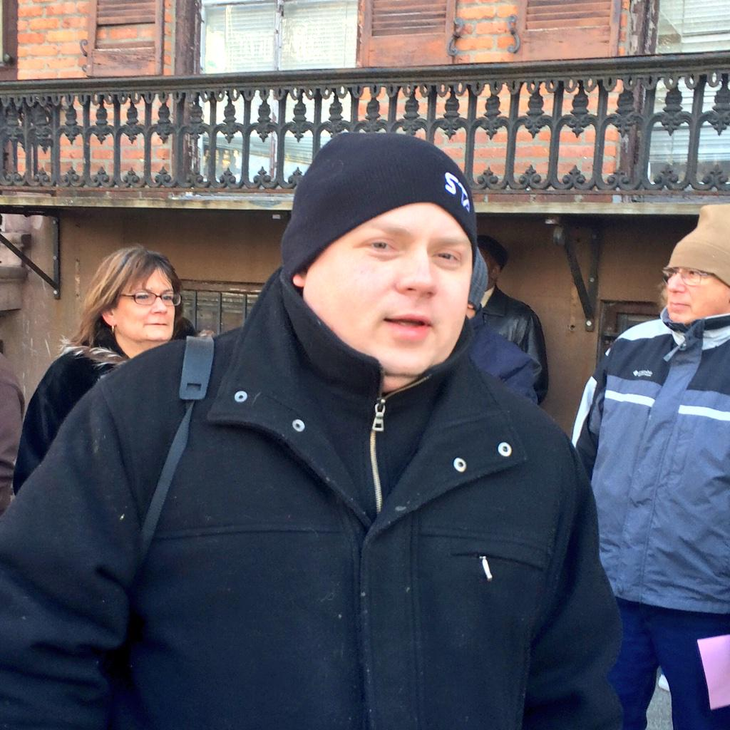 .@nysutTreasurer out in the cold to #CallOutCuomo in front of the Mansion. @AQE_NY @nysut @SoniaBasko @mjp10 http://t.co/KTNTBZO7hC