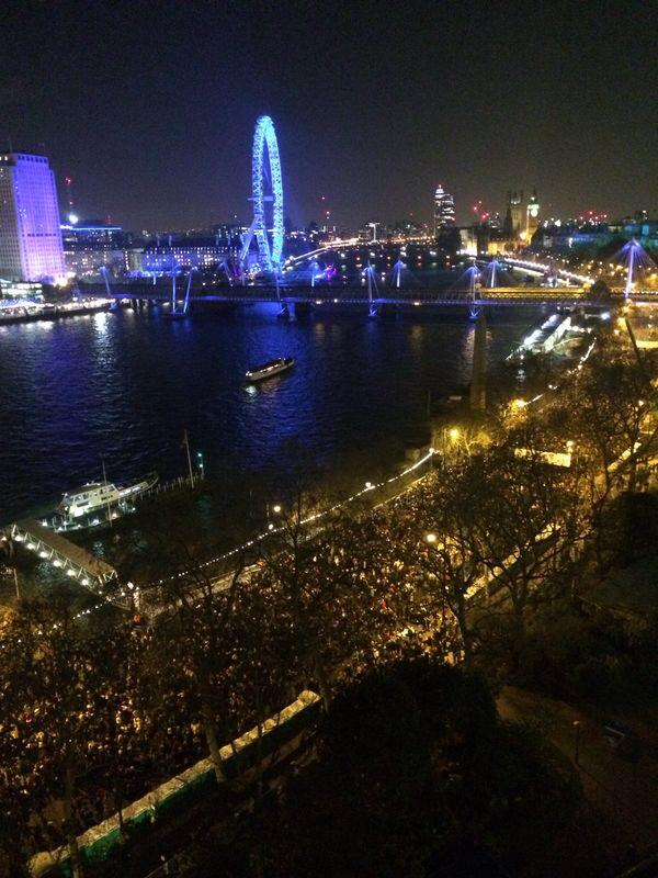 Crowds on Victoria Embankment from The Savoy #LondonNYE #SavoyStyle #NYE http://t.co/SwuIRvwrF3