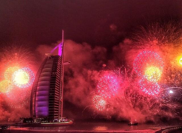 Wishing you a very Happy New Year #2015 #BurjAlArab أجمل التمنيات بمناسبة العام الجديد #٢٠١٥ #برج_العرب http://t.co/7zB8wyUHW3