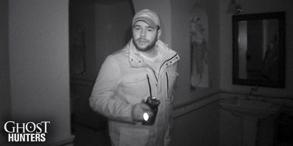 A new year brings new investigations. RETWEET if you can't wait for all-new episodes of #GhostHunters. http://t.co/2clIJ7K9Yj