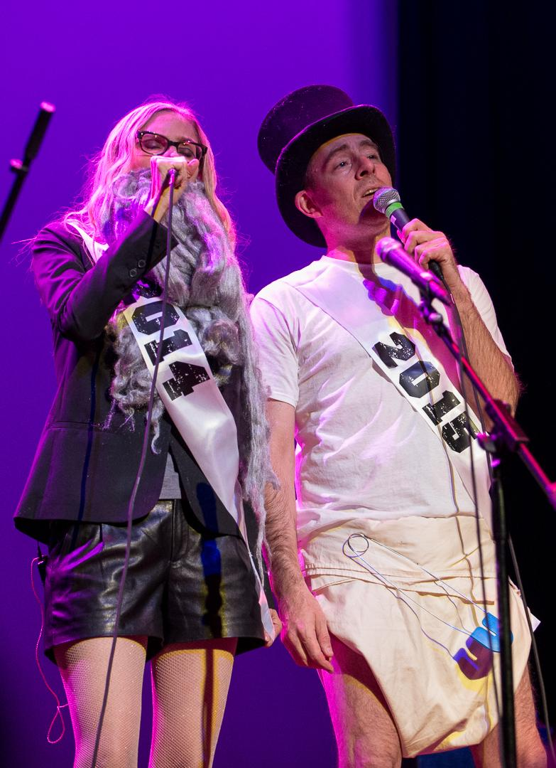 Exit 2014 and enter 2015 - as portrayed by @aimeemann and @tedleo. Happy New Year! #theboth #AimeeMannChristmasShow http://t.co/PfbV7JbKam