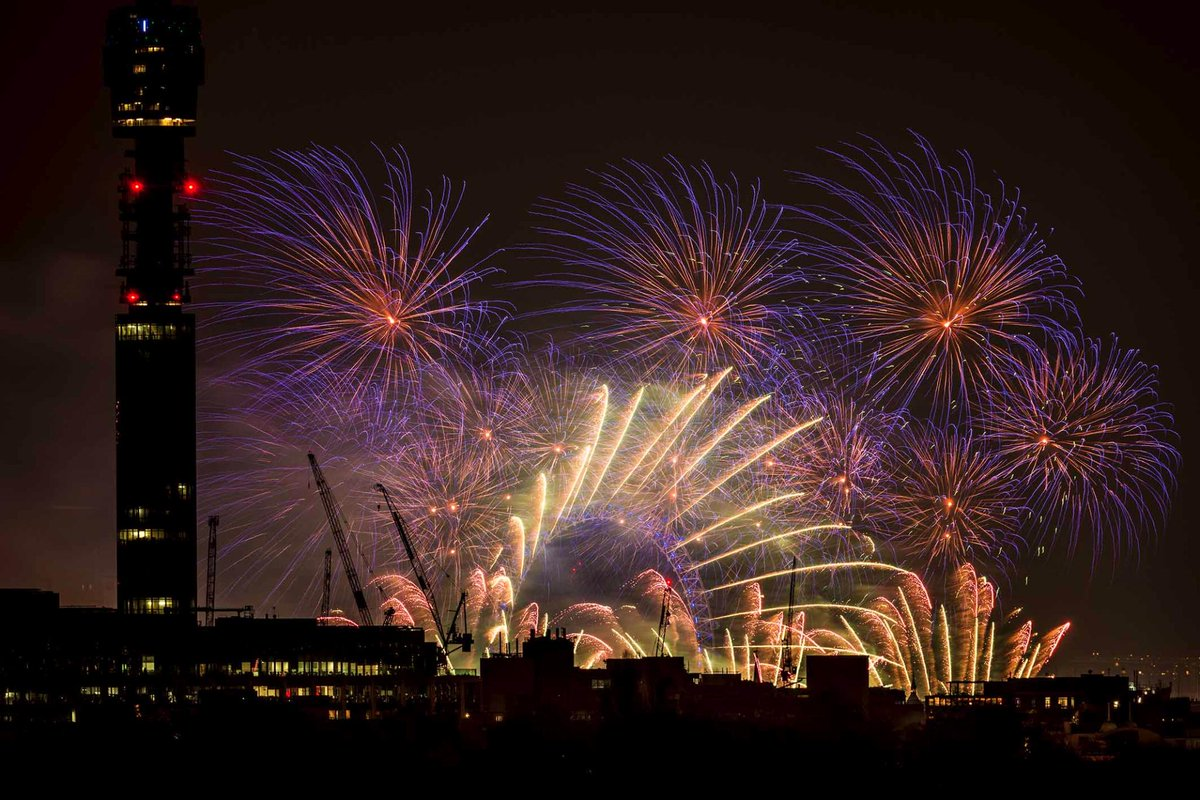 possibly the best of my (London) firework pics from tonight http://t.co/Scy3Q6zYW2