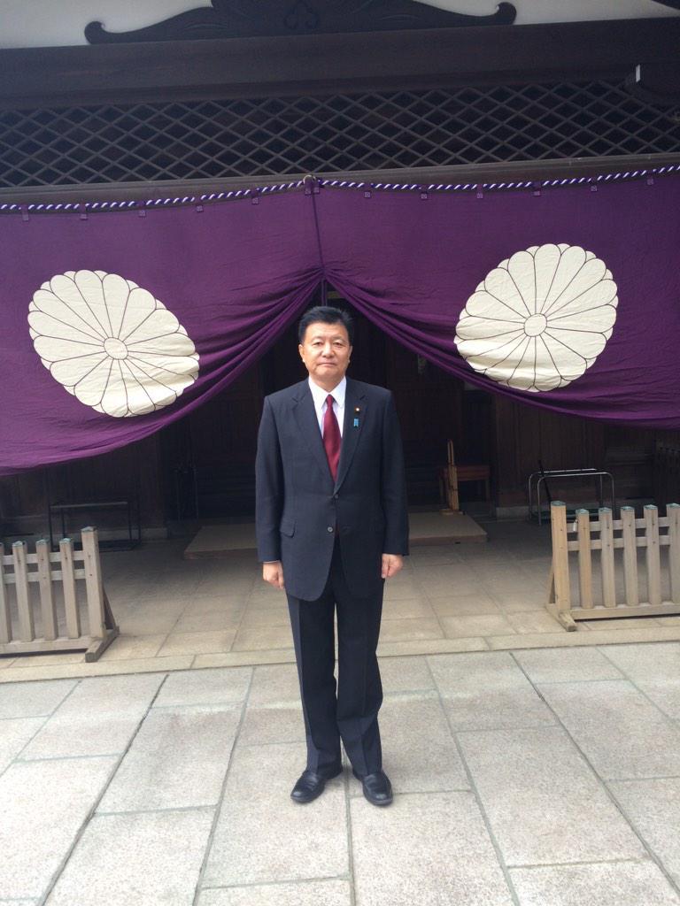 明けましておめでとうございます。本年もよろしくお願いします。初詣に靖国神社を参拝しました。今年一年の安寧を願うと共に、先の大戦で国のために精一杯働いた英霊の皆様に、尊崇の念を込めてお詣りさせていただきました。#JNSC #自民 #川口 http://t.co/PboV9Vut0S