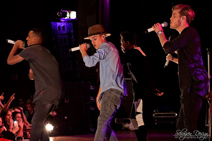 PICS: @BBraveOfficial live @ I Love Christmas, 27-12-2014 Geleen http://t.co/zrOLyqfhP5