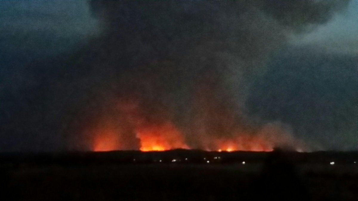 Kersbrook fire burning bright and dangerous. Pic from @891adelaide listener taken from Gawler heading to Truro. http://t.co/QOv5hRj99z