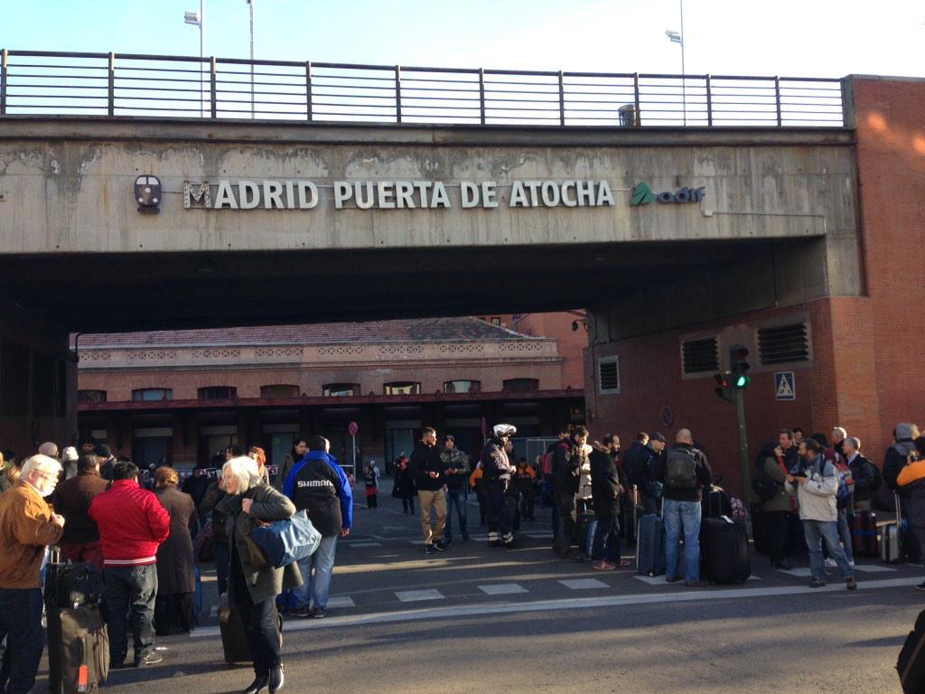 Desalojada la estación de #Atocha. @elmundoes http://t.co/KjSE9uVkRL
