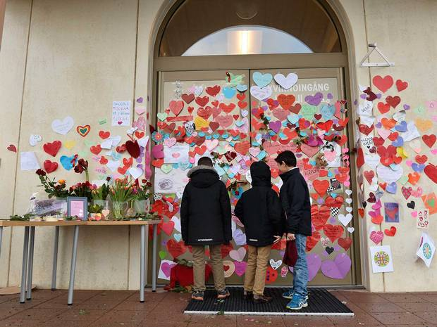 "People in #Sweden have ""love-bombed"" a mosque to show support for their Muslim community http://t.co/prk9EfU5o9 http://t.co/1u1UiRzRZq"