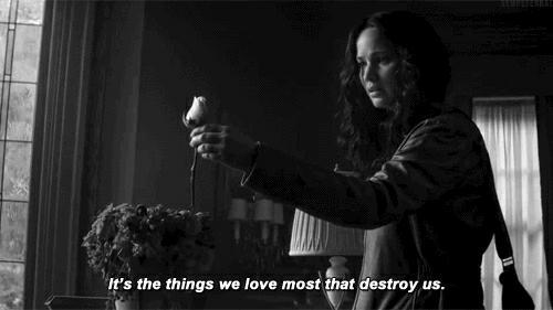 """""""Ce sont les choses auxquelles nous tenons le plus qui nous détruisent"""" The Hunger Games"""