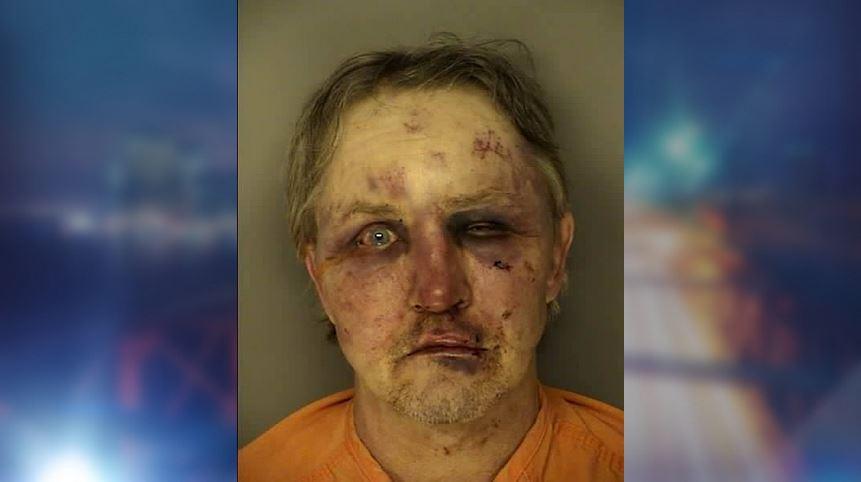 A rape suspect was severely beaten by the victim's boyfriend http://t.co/Kr7CPIiqdj http://t.co/w74pJjj1bf
