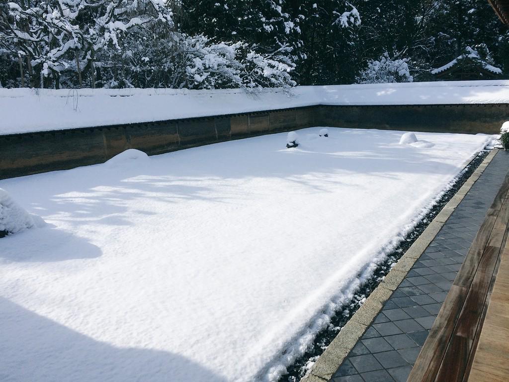 わろたw RT @yamaotoko_tt: 龍安寺 京都で積雪時に行ってはいけない観光名所ナンバー1でないでしょうか http://t.co/7DRDuIFD4B