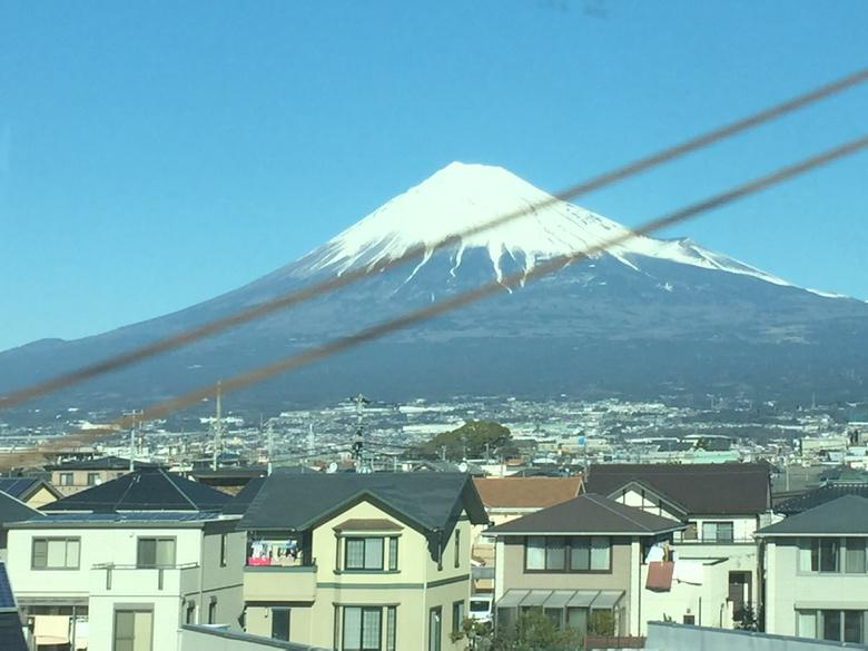 Mt Fuji from the bullet train to Tokyo. http://t.co/helfW6sBnD