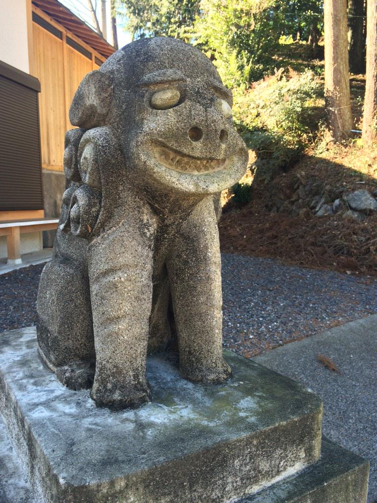 新年そうそうナイスな狛犬に出会えた!@借宿神社 http://t.co/sxVen5cEji