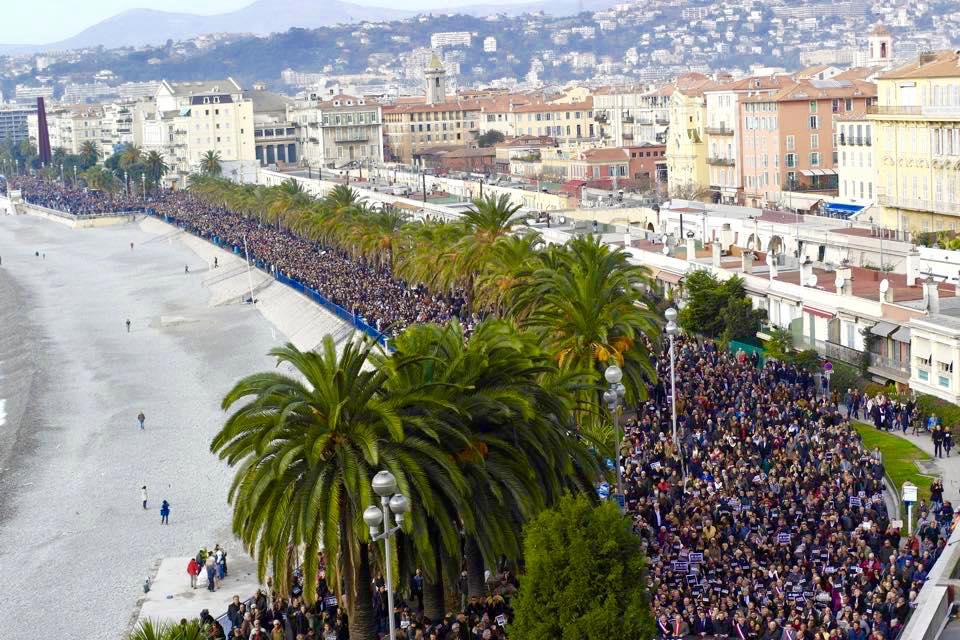 Impressionnante la marche qui a eu lieu à Nice ! http://t.co/bueXLf9wHQ / Via @Vaness2886 #Nice06  #JeSuisCharlie