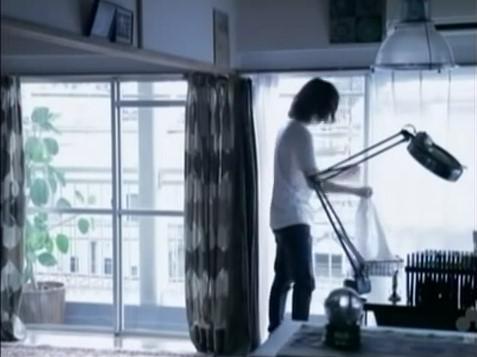 MEG『PARIS』青年役:洗濯物を干す青年・1 https://t.co/dYs3x7Y3uW