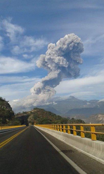 Volcanes 2015 B6b8wmOCUAE2ORJ