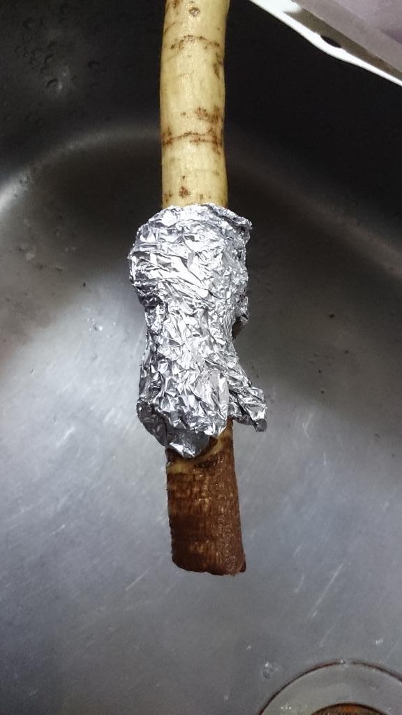 とん汁作ろうとしてるのだがゴボウをアルミ箔で洗うという技を身につけてその圧倒的な威力におののいている pic.twitter.com/kD1dsvhy3z