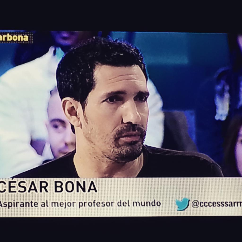 """Descubriendo a César Bona que opta al premio """"nobel"""" de los profesores. Mucha suerte!  #L6Ncésarbona @cccesssarrr http://t.co/LDaOMzIwRU"""