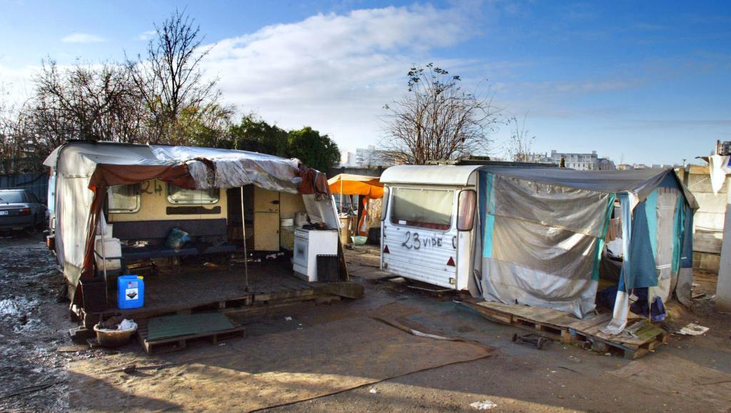 Francia: negata la sepoltura di un bambino rom dal sindaco di Champlan (Essonne)