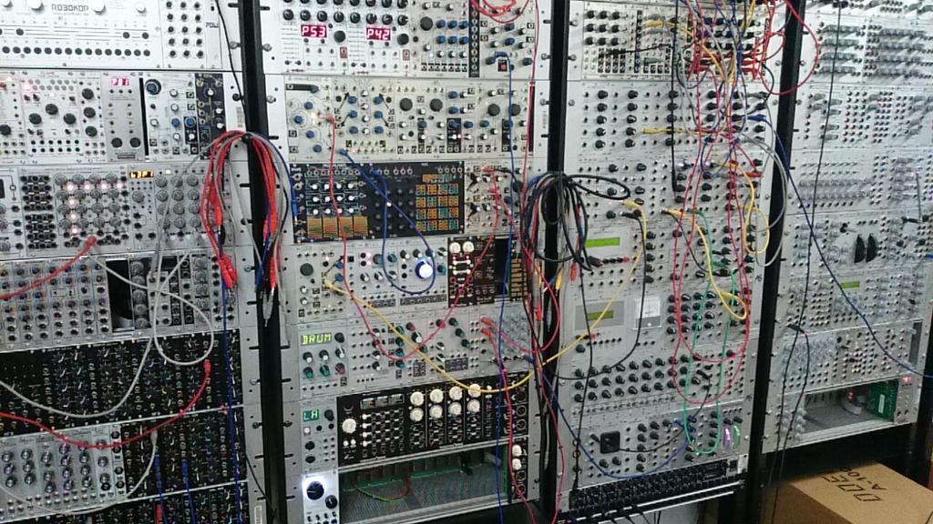 原宿のアナログシンセ屋がすごく楽しかった http://t.co/2mIzIB1FYR