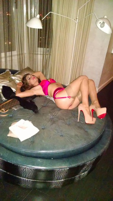 1 pic. Some days I pretend I'm a lingerie model before I get pounded. http://t.co/A9qMAYfjdv