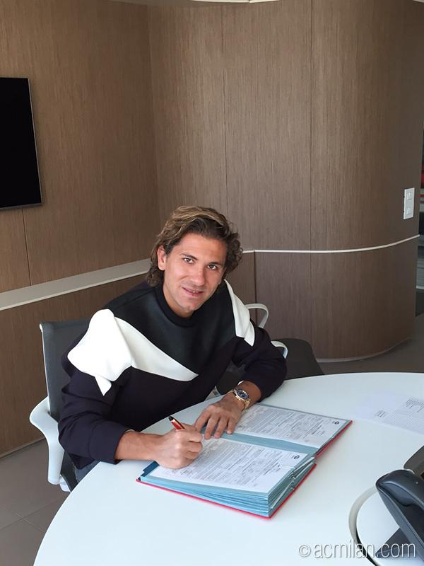 Милан объявил о подписании Черчи - изображение 1
